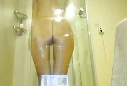 Stunning ass in the shower