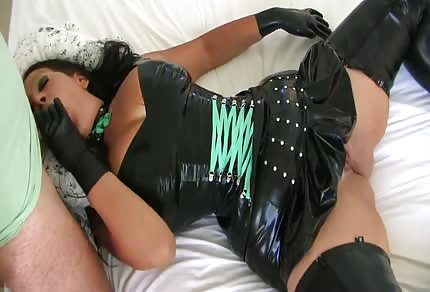 Curvy mommy waits for you on the bed