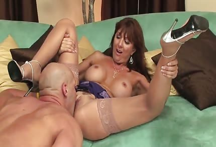 Bold is good at raising a mature milf