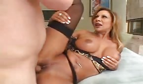 Mommy in stockings likes good sex
