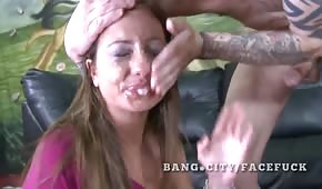 Dasha Knox cut her mouth with all her might