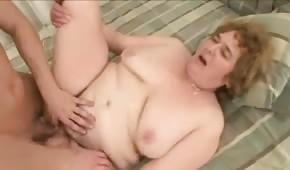 Dojrzała blondyna z nieogoloną pipką