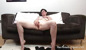 Mature cupcake caresses her pussy with a vibrator
