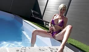 Cool bitch caresses in the pool