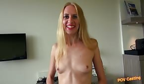 Skinny chick wants to fuck in casting